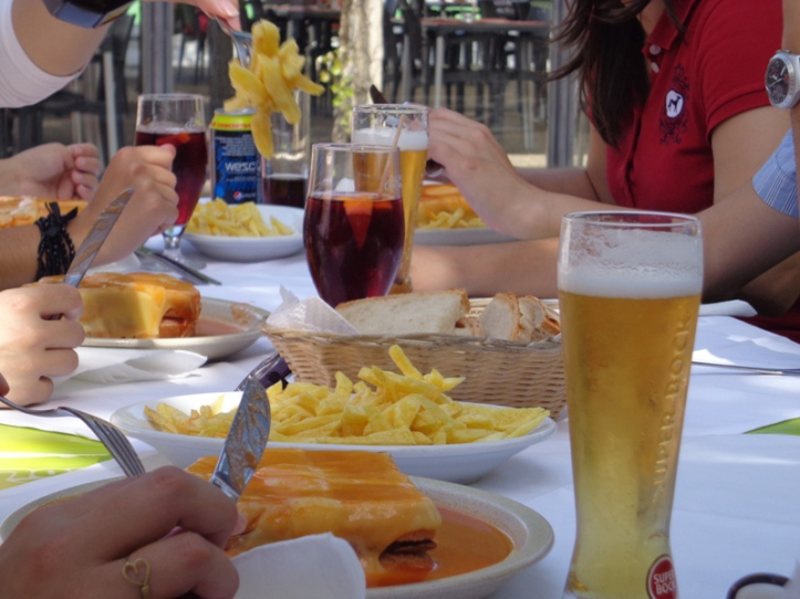 """The """"Francesinha"""" - the most famous lunch of Oporto"""